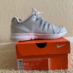 Nike vapor court wmns size 6.5